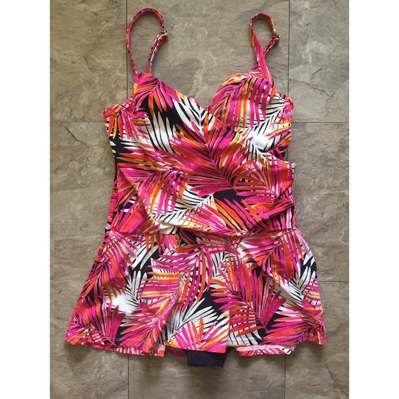 NWT Real Bodies Real Solutions by Island Escape Swimsuit Dress 1 piece Sz 8
